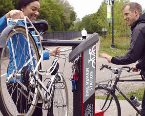 Une station de réparation vélo sur le campus